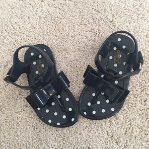New condition gap sandals